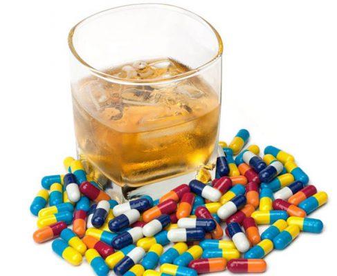 آیا استفاده الکل در زمان مصرف داروها می تواند عوارض جانبی ایجاد کند